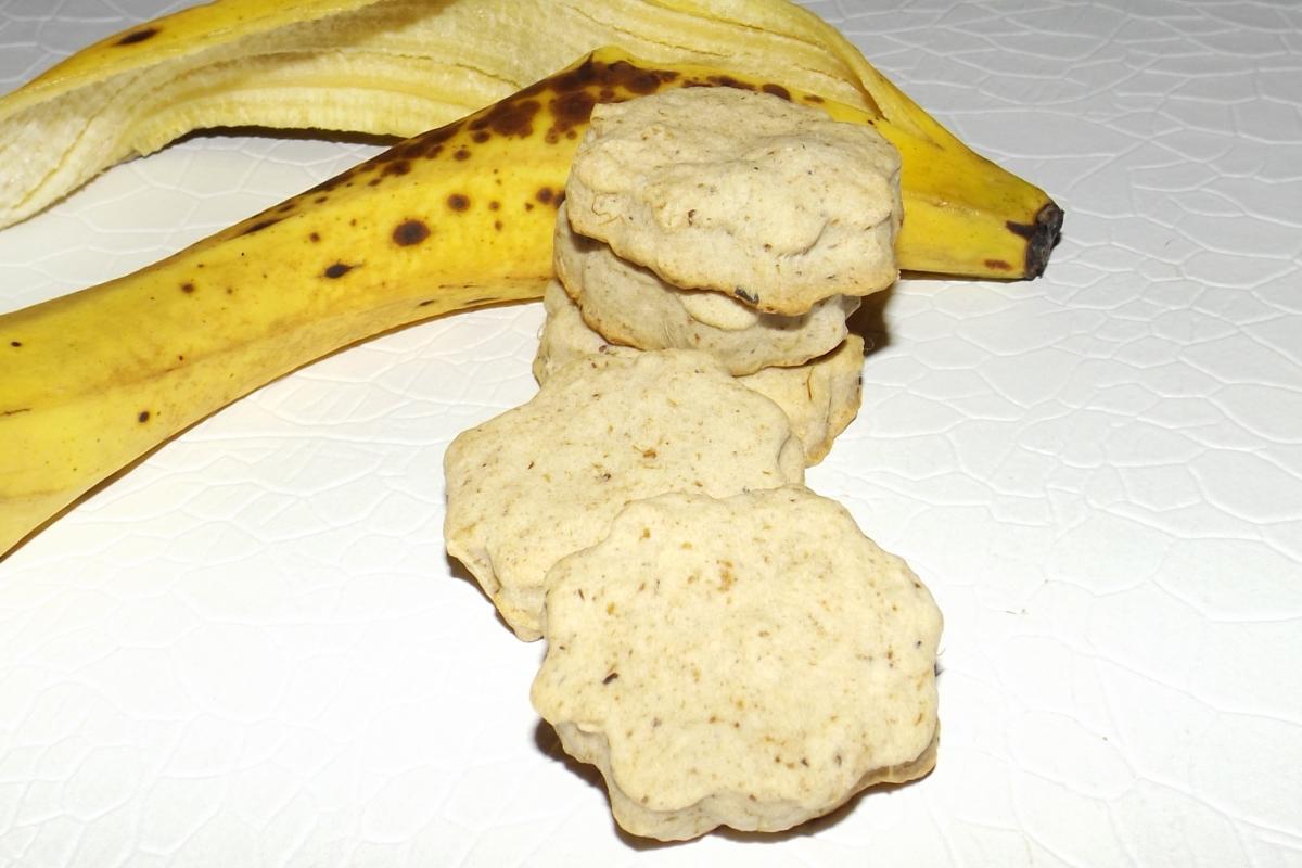 Cette image a un attribut alt vide; le nom du fichier est petits-biscuits-sables-aux-peaux-de-banane.jpg