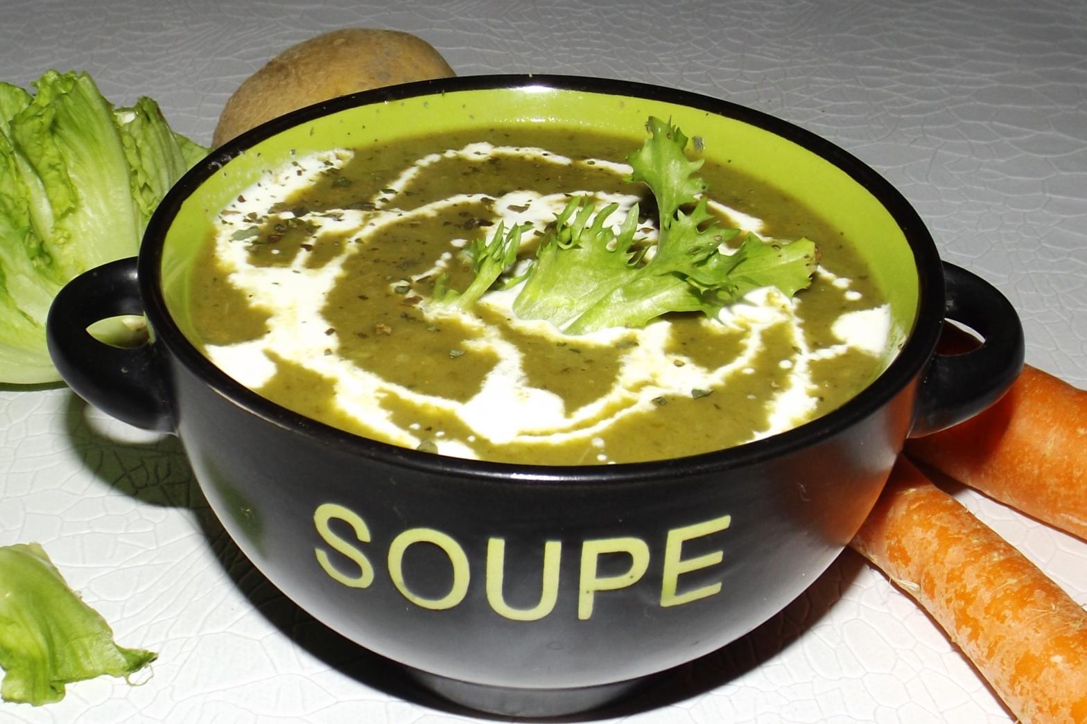 Cette image a un attribut alt vide; le nom du fichier est veloute-de-salade-verte-antigaspi.jpg